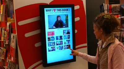 Touchscreen in Plantage boekhandel (Overtoom Amsterdam)