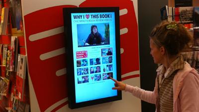 Touchscreen in Plantage boekhandel (Overtoom Amsterdam)